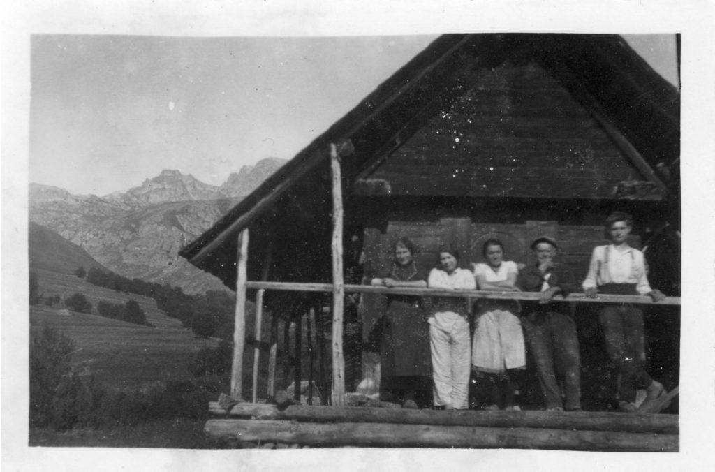 Grenier familial Brunet-Chaix, hameau du Pré, Saint-Sorlin-d'Arves, années 1930, collection privée, tous droits réservés.