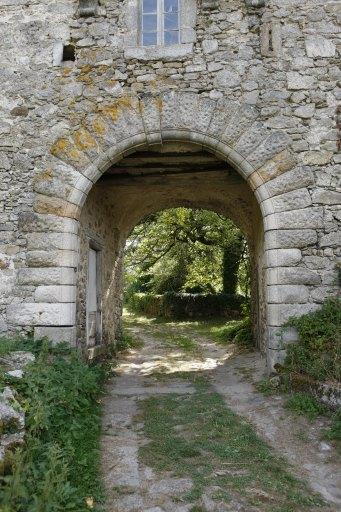 Entrée du château de Ferrières. Source : http://patrimoines.midipyrenees.fr/